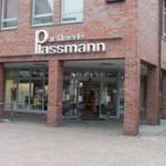 Außenansicht der Parfümerie Plassmann Halle i.W.